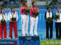 Conchita and Virginia Ruano Pascual in the medals ceremony at the 2004 Athens double