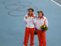 Conchita and Vivi proudly show their silver medal in Athens 04