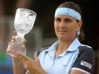 Conchita Martinez poses with the trophy at the Thailand Open in Pattaya, on February 6.